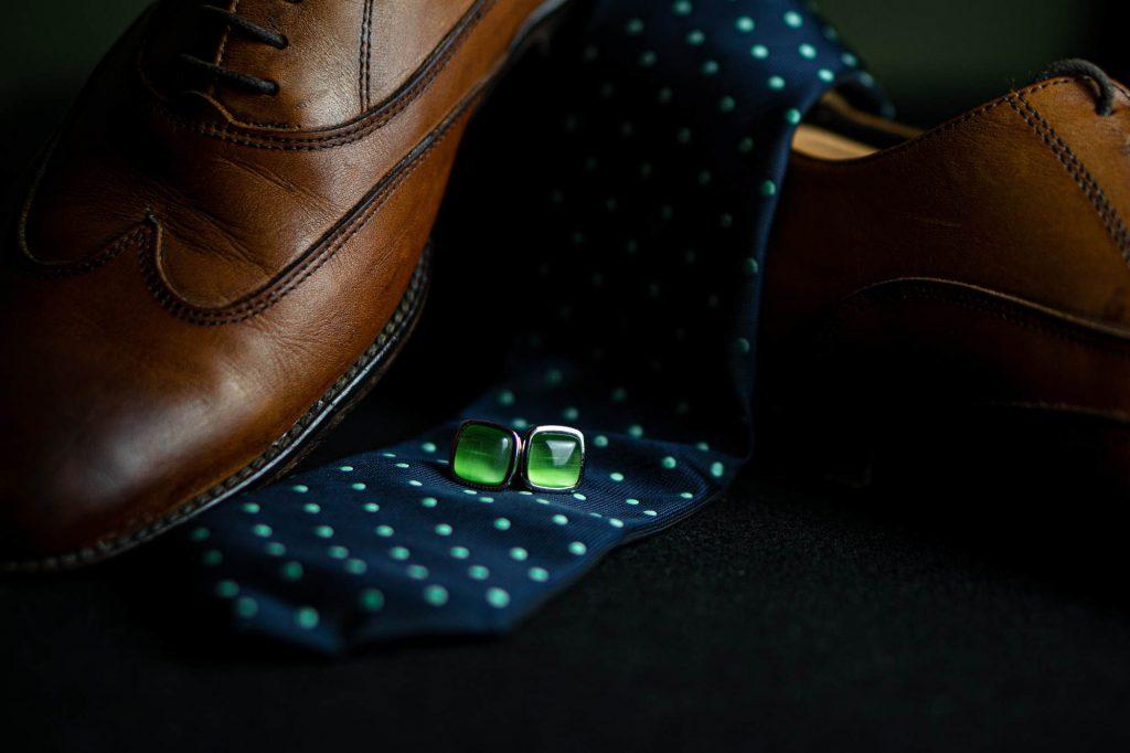 Buty, spinki i krawat